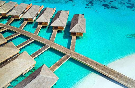 Steg zu den Water Villas von oben, Kudafushi Resort & Spa, Maldives