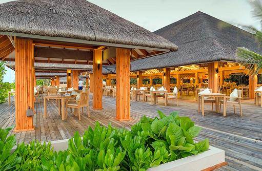 De North Hauptrestaurant, Außenterrasse, Kudafushi Resort & Spa, Maldives