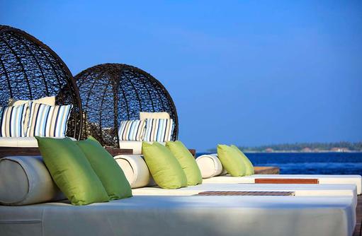 Daybeds zum Relaxen, Kurumba, Malediven