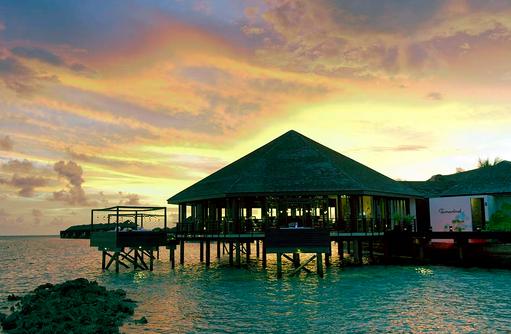 Restaurant Tamarind, Asiatische Küche, Sonnenuntergang, Lily Beach Resort & SPA, Malediven