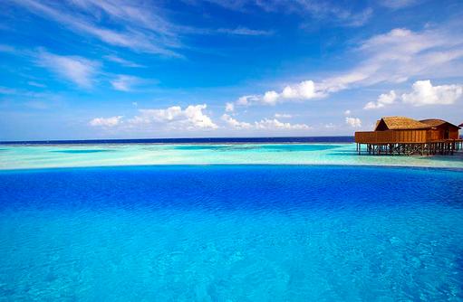 Aqva Infinty Pool, Hauptpool, Lily Beach Resort & SPA, Malediven