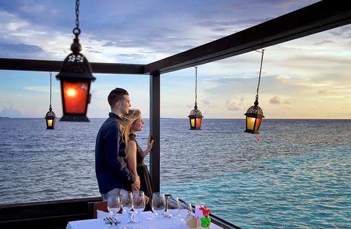 Restaurant Tamarind, Aussenterrasse, Lily Beach Resort & SPA, Malediven