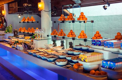 Lily Maa Buffet Restaurant, Frühstückszeit, Lily Beach Resort & SPA, Malediven