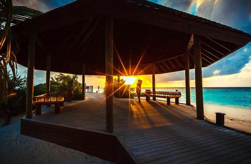 Sonnenuntergang am Arrival Jetty, Lily Beach Resort & SPA, Malediven