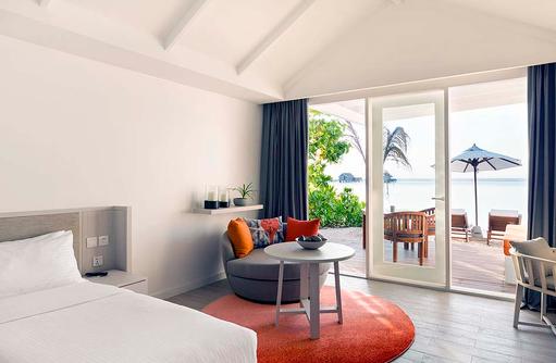 Lagoon Pavillion, Schlafraum mit Meerblick I LUX South Ari Atoll
