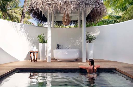 Beach Pool Villa, Pool und Aussenbadewanne I LUX South Ari Atoll