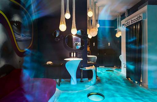 Toilettenbereich in der Diskothek, Photobox I LUX South Ari Atoll