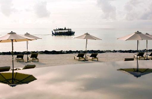 Spiegelungen im Pool, Sunset Cruise I LUX South Ari Atoll