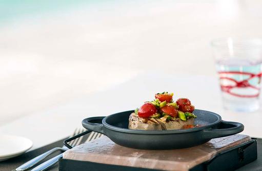 Beach Rouge, Thunfisch Steak I LUX South Ari Atoll