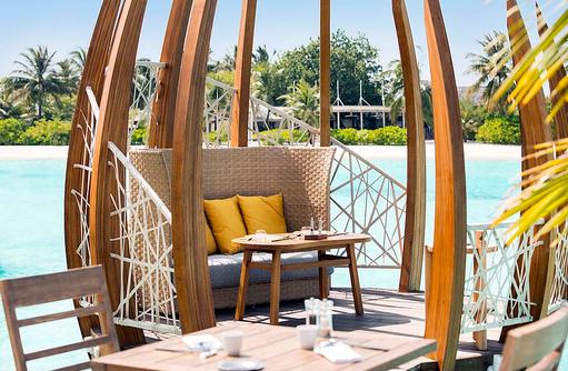East Market Restaurant, kuscheliger Platz für Zwei I LUX South Ari Atoll
