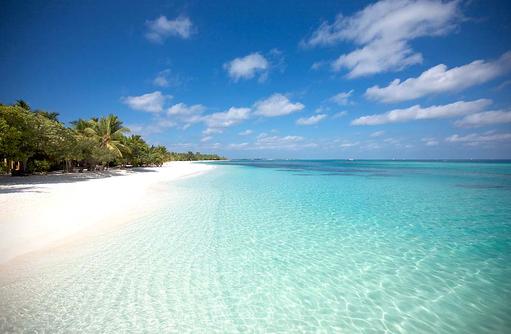Reflektion der Wolken im kristallklaren Wasser I LUX South Ari Atoll