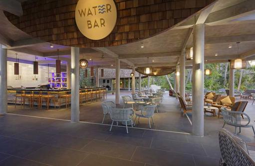Water Bar Abends, LTI Maafushivaru