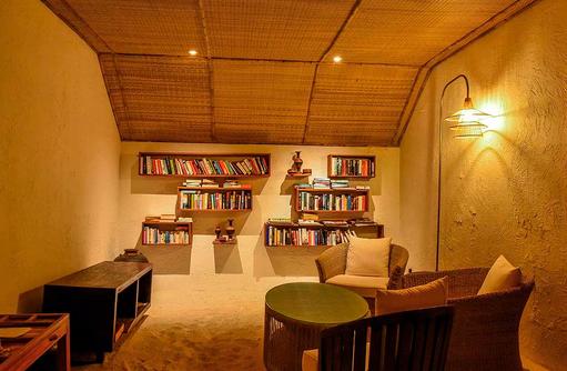 Bibliothek I Makunudu Island Resort