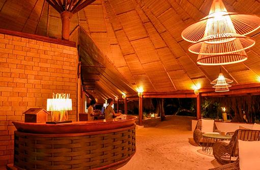Sand Bar I Makunudu Island Resort