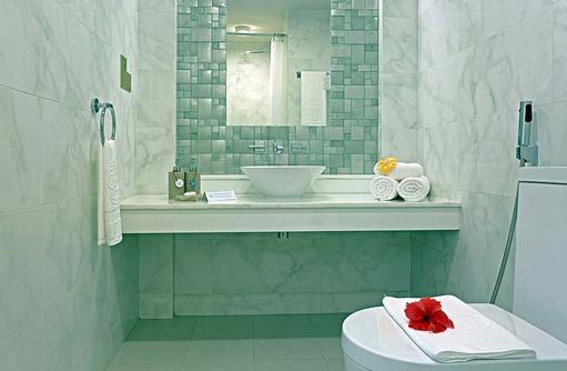 Deluxe Room, Badezimmer, Malahini Kuda Bandos, Malediven