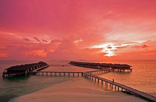 Wasservillen bei Abendrot, Medhufushi Island Resort, Maldives