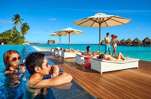 Pool, Pärchen, Mercure Maldives Kooddoo Resort