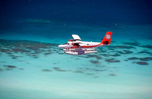 Atolle vom Wasserflugzeug aus betrachten, Milaidhoo Island, Maledives
