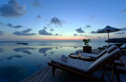 Compass Pool Bar, Blaue Stunde, Milaidhoo Island, Maledives