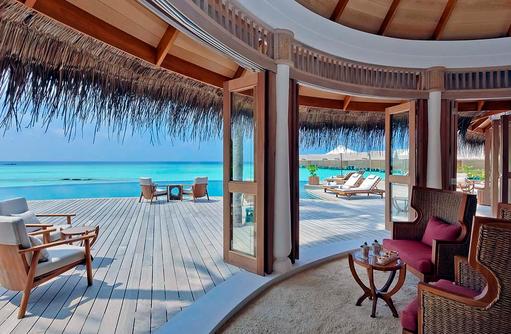 Compass Pool Bar, Innenbereich und Terrasse, Milaidhoo Island, Maledives