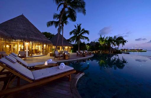 Compass Pool Bar, Beleuchtung bei Nacht, Milaidhoo Island, Maledives