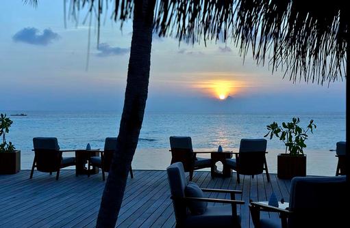 Compass Pool Bar, Sonnenuntergang, Milaidhoo Island, Maledives
