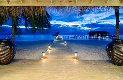 Arrival Jetty, Ankunftssteg bei Nacht, Mirihi Island Resort, Malediven