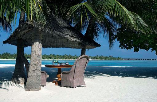 Frühstück am Strand, Naladhu Private Island Maldives
