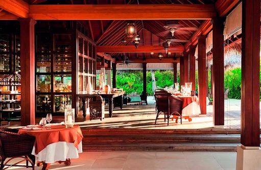 Einrichtung vom The Living Room, Naladhu Private Island Maldives