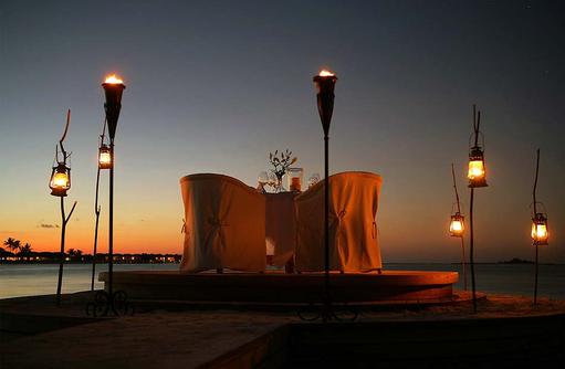 Dinner bei Nacht, Naladhu Private Island Maldives