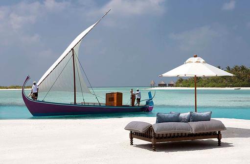 Sofa am Strand, Naladhu Private Island Maldives