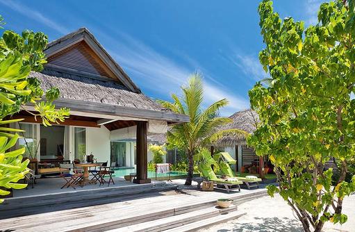 Beach House Aussenanlage, Naladhu Private Island Maldives