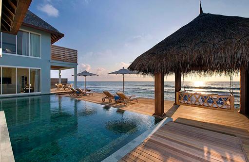 Pooldeck in der Residence, Naladhu Private Island Maldives