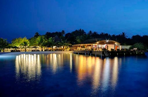 Bar, Restaurant am Abend, Nika Island Resort & Spa