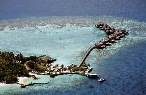 Luftaufnahme Steg zu den Wasser Villas, Nika Island Resort & Spa