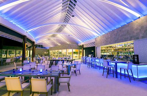Blu Restaurant, Innenbereich bleuchtet, Niyama Private Islands Maldives