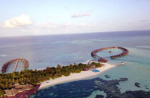 Blick auf die Wasserbungalows, Olhuveli Beach & SPA Resort
