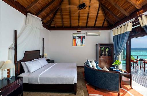 Jacuzzi Water Villa, Schlafzimmer, Moskitonetz, Olhuveli Beach & SPA Resort, Maldives