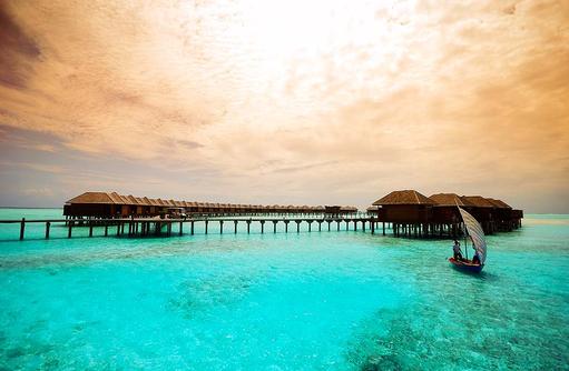 Steg beim Sonnenuntergang, Olhuveli Beach & SPA Resort