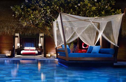 Grand Beach Villa mit Pool, Daybed und Schlafzimmer, One & Only Reethi Rah, Maldives