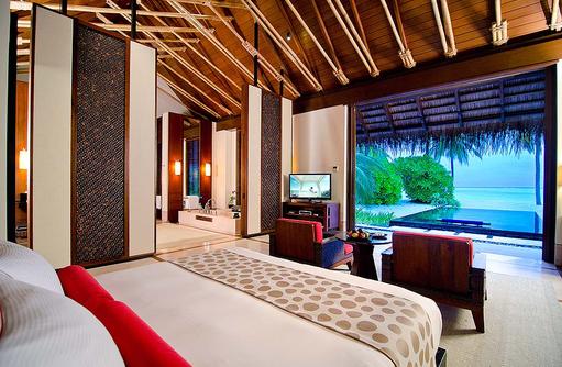 Two Villa Residence mit Pool King Bed Villa, Blick auf den Pool,One & Only Reethi Rah, Maldives