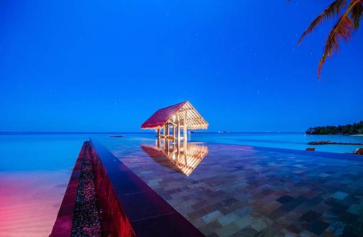 Lap Pool bei Vollmond, One & Only Reethi Rah, Maldives
