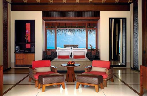 Water Villa mit Pool, Schlafzimmer, One & Only Reethi Rah, Maldives