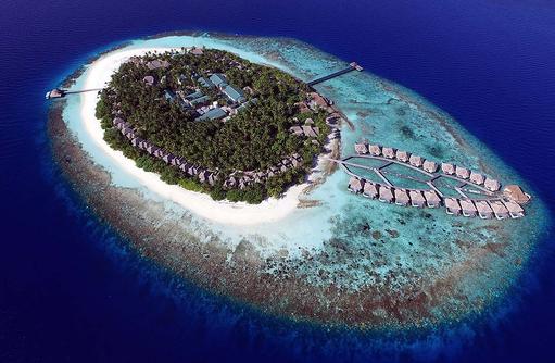 Gesamte Insel von oben, Outrigger Konotta Maldives Resort