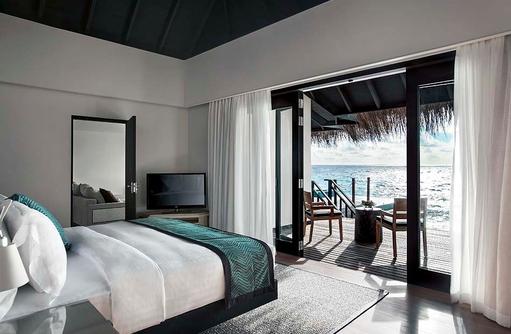 2 Bedroom Lagoon Pool Villa, Schlafzimmer mit Meerblick, Outrigger Konotta Maldives Resort