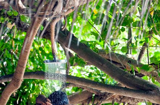 Außendusche unterm Baum, Outrigger Konotta Maldives Resort