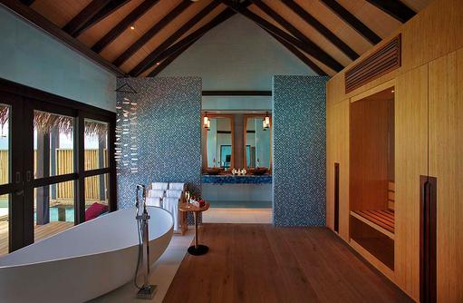 Badezimmer der Wind Villa mit Pool, OZEN by Atmosphere at Maadhoo, Maldives