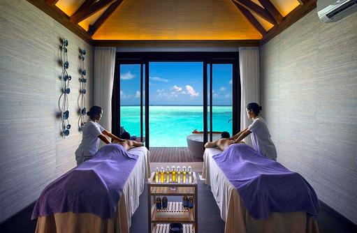 Massage im Spabereich, OZEN by Atmosphere at Maadhoo, Maldives