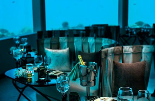Essen im M6m at Ozen, OZEN by Atmosphere at Maadhoo, Maldives