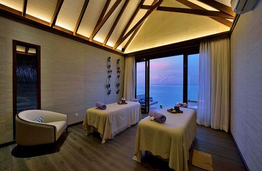 Behandlungsräume von innen im Spabereich, OZEN by Atmosphere at Maadhoo, Maldives